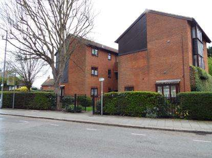 1 Bedroom Flat for sale in Clarendon Court, Clarendon Road, Luton, Bedfordshire