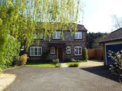 4 Bedrooms Detached House for sale in Waltham Chase, Southampton, Hants