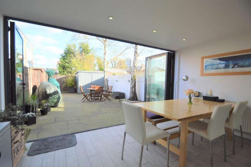 4 Bedrooms Town House for sale in Thames Street, WALTON ON THAMES KT12