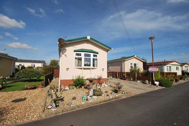 1 Bedroom Park Home Mobile Home for sale in Willow Drive, Lamaleach Residential Park, Freckleton, Preston, Lancashire, PR4 1DF