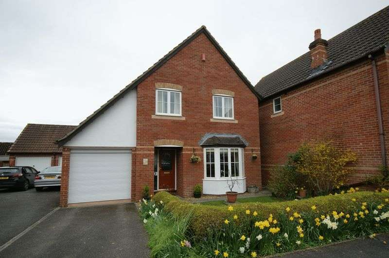 4 Bedrooms Detached House for sale in OAKE