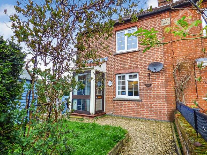 2 Bedrooms Cottage House for sale in Westbury Road, Westbury