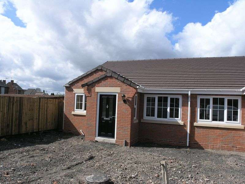 2 Bedrooms Semi Detached Bungalow for sale in Bird Street, Lower Gornal