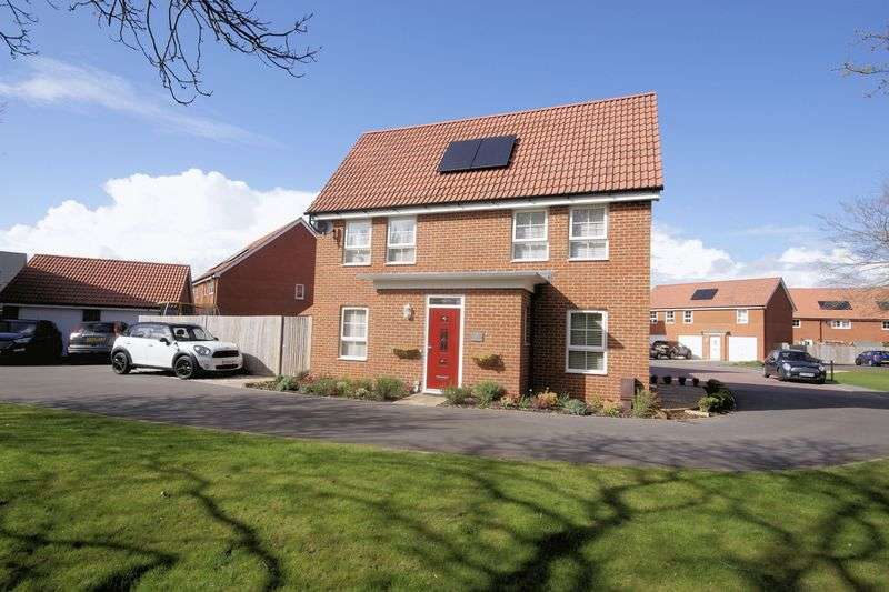 3 Bedrooms Detached House for sale in Ariel Close, Lee on the Solent, PO13 9FT