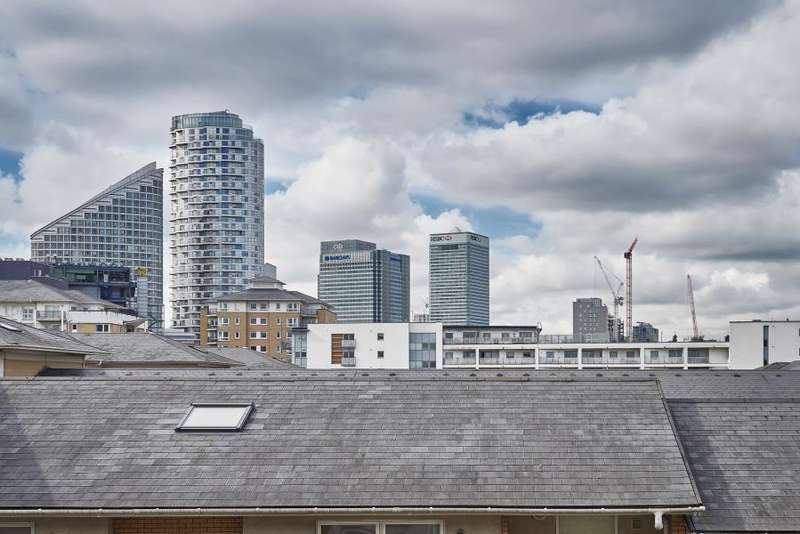 2 Bedrooms Flat for sale in Settlers Court, Virginia Quay, E14