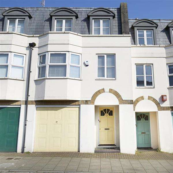 3 Bedrooms Town House for rent in North Gardens, Brighton