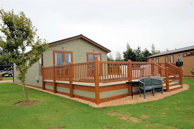 2 Bedrooms Park Home Mobile Home for sale in Wagtail Country Park, Marston, Grantham