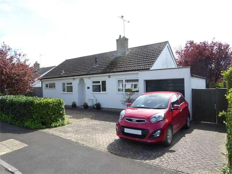 3 Bedrooms Detached Bungalow for sale in Elmleigh Road, Martock, Somerset. TA12 6EF
