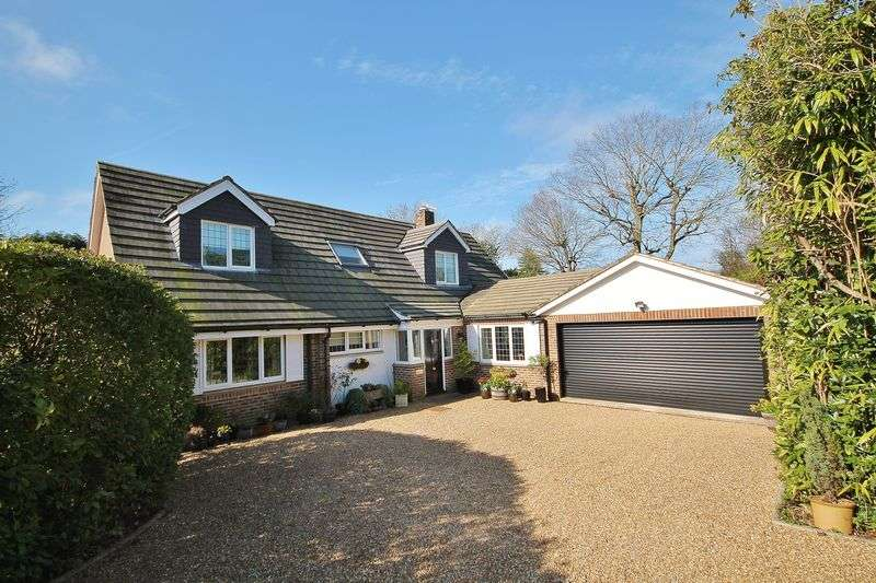 5 Bedrooms Detached House for sale in Heathfield Copse, West Chiltington