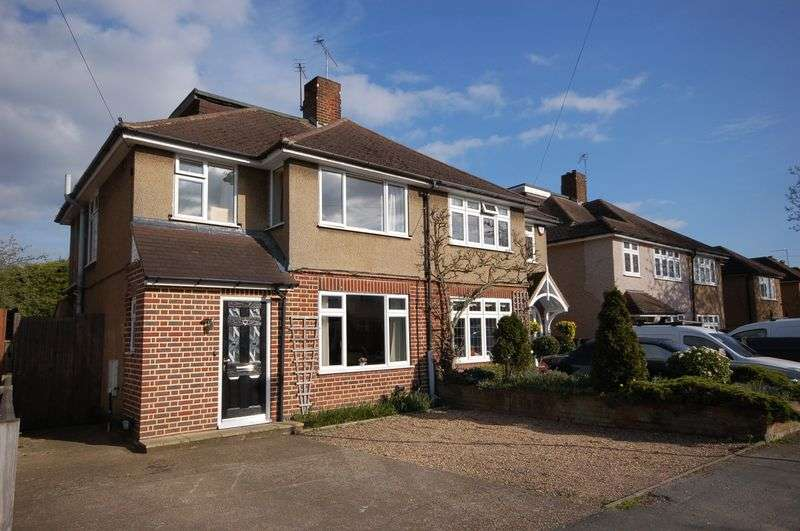 4 Bedrooms Semi Detached House for sale in Repton Way, Croxley Green, WD3 3PW