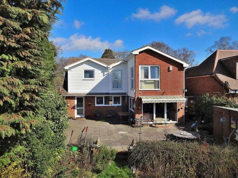 4 Bedrooms Detached House for sale in Holywell Road, Studham