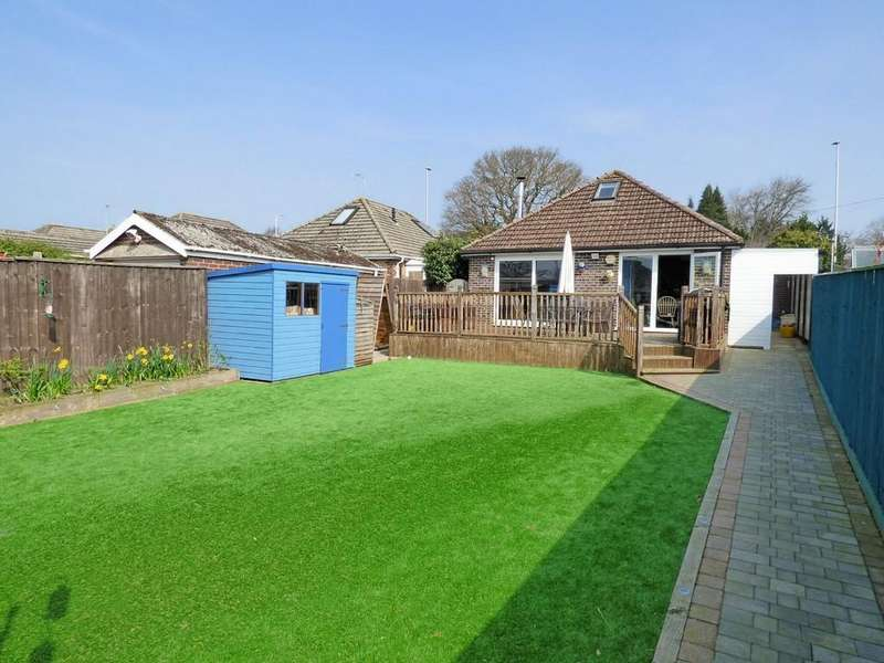 4 Bedrooms Bungalow for sale in Broadstone