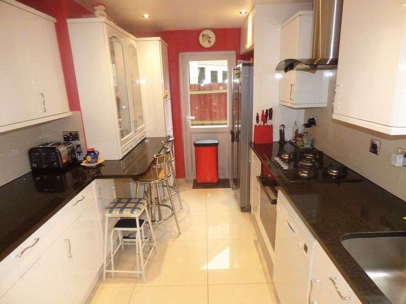 4 Bedrooms Detached House for sale in Chelsea Close, WORCESTER PARK, Surrey
