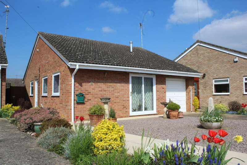 2 Bedrooms Detached Bungalow for sale in Addington Way, Werrington, Peterborough