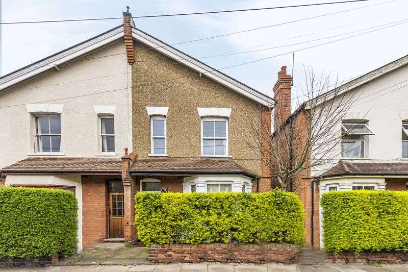 2 Bedrooms Flat for sale in Dudley Road, Kingston Upon Thames, KT1