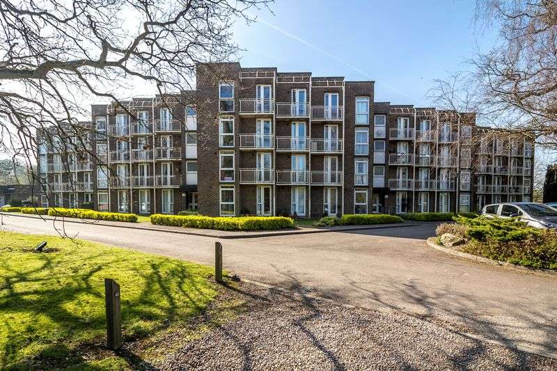 3 Bedrooms Flat for sale in Nonington Court, Dover