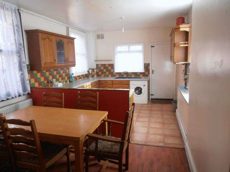4 Bedrooms Detached House for rent in 2 Premier Road, Nottingham