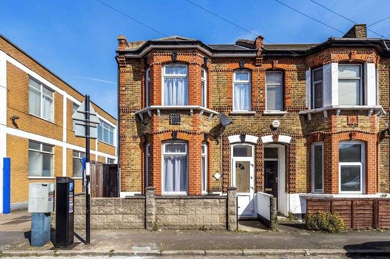 3 Bedrooms Semi Detached House for sale in Neville Road, CROYDON