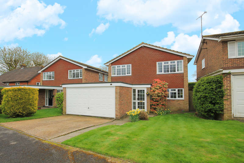 4 Bedrooms Detached House for sale in Garden Close, East Grinstead