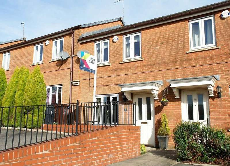2 Bedrooms Terraced House for sale in 10 Clubhouse Close, Shaw