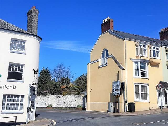 5 Bedrooms Town House for sale in High Street, Honiton