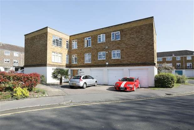 2 Bedrooms Flat for sale in Paul Gardens, Croydon