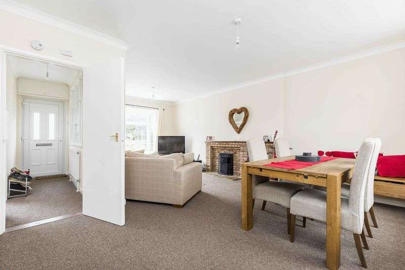 2 Bedrooms Detached Bungalow for sale in Victoria Road, Emsworth