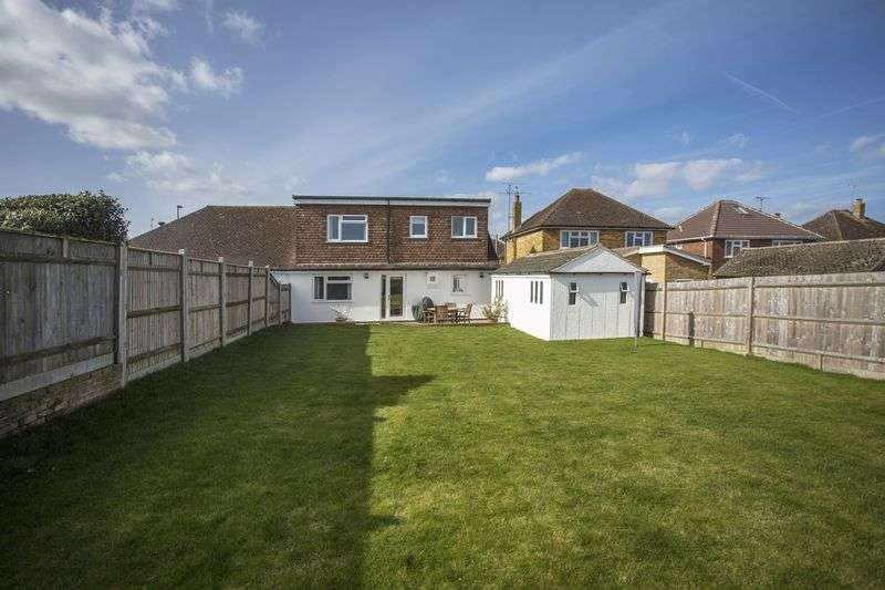 4 Bedrooms Semi Detached House for sale in Merryfield Drive, Horsham