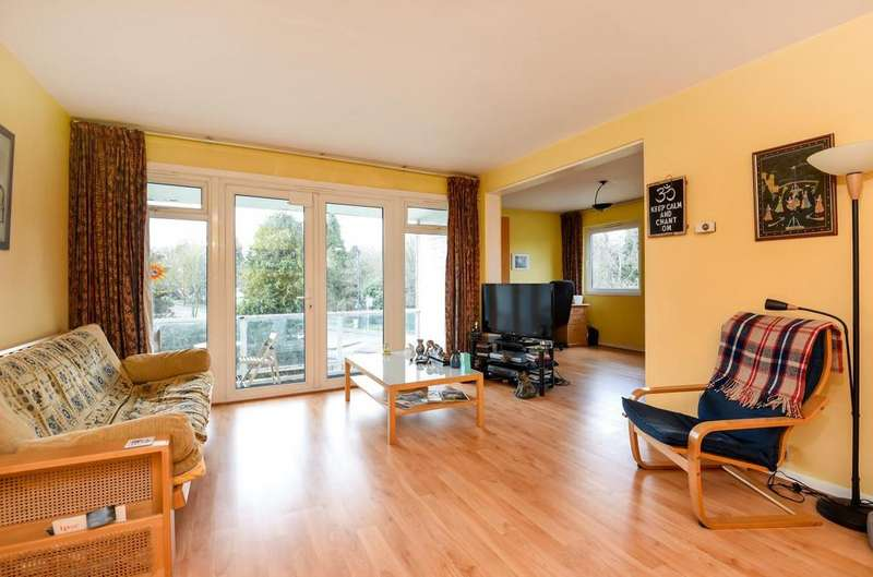 2 Bedrooms Flat for sale in Queens Ride, Barnes.