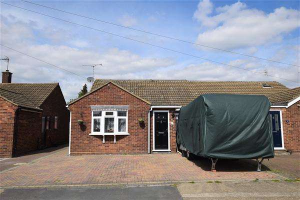 3 Bedrooms Bungalow for sale in Hearsall Avenue, Stanford-Le-Hope