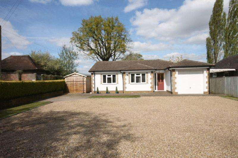 3 Bedrooms Detached Bungalow for sale in CHARLWOOD