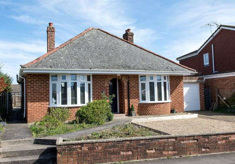 3 Bedrooms Detached Bungalow for sale in Upper Marsh Road, Warminster