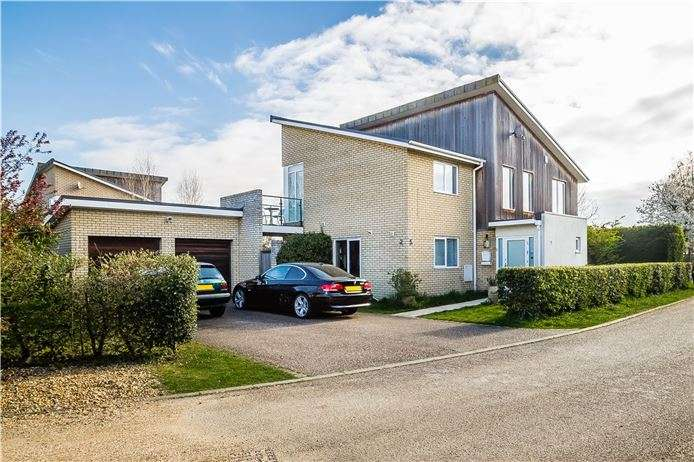 4 Bedrooms Detached House for sale in The Willows, Cambridge
