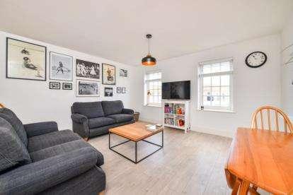 2 Bedrooms Flat for sale in High Street, Beckenham