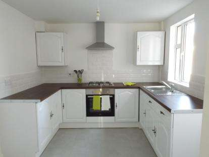 3 Bedrooms Terraced House for sale in Grove Park, Colwyn Bay, Conwy, LL29