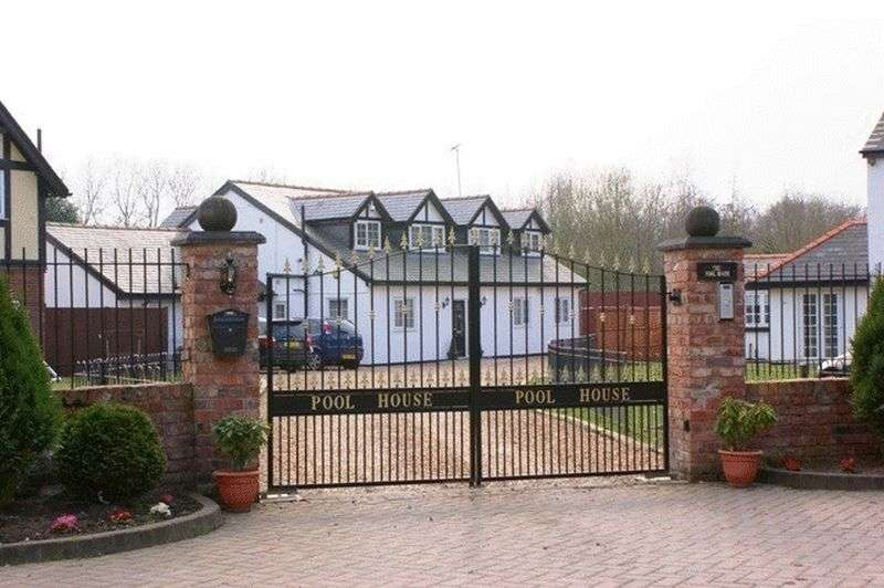 5 Bedrooms Detached House for sale in Flukers Brook Lane, Prescot, Liverpool, L34