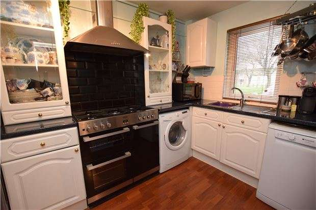 3 Bedrooms Terraced House for sale in Goodenough Way, CR5 1BU