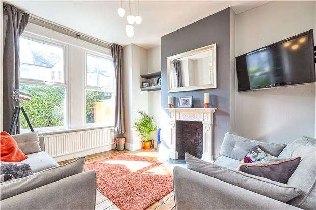 2 Bedrooms Maisonette Flat for sale in Brookwood Road, LONDON, SW18 5BD
