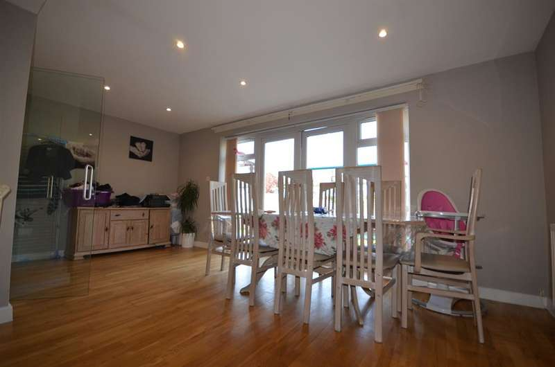 4 Bedrooms Semi Detached House for sale in Palace Court, Kenton, Harrow, HA3 0SN
