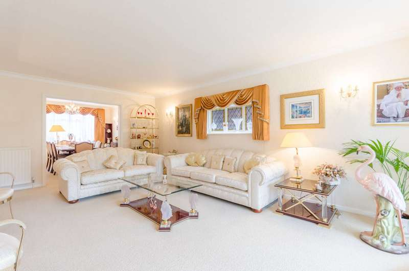 5 Bedrooms Detached House for sale in Church Lane, Loughton, IG10