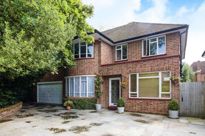 4 Bedrooms Detached House for sale in Village Road, Bush Hill Park, EN1