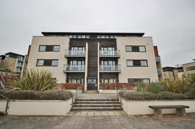 2 Bedrooms Flat for sale in Peacock CLose, London, London, NW7