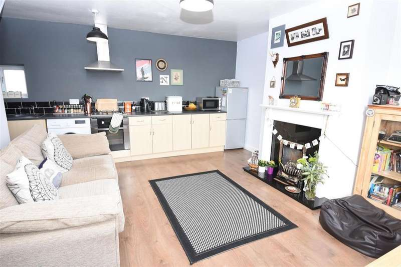 2 Bedrooms Terraced House for sale in Mount Pleasant, Wibsey, Bradford