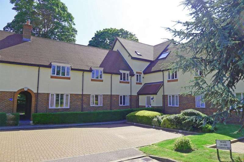 2 Bedrooms Flat for sale in Gillison Close, Letchworth Garden City, Hertfordshire