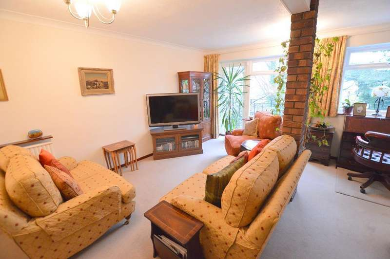 3 Bedrooms Town House for sale in Hart Hill Lane, St. Annes, Luton, LU2 0BA