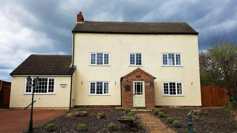 4 Bedrooms Detached House for sale in Station Road, Walkeringham, DN10