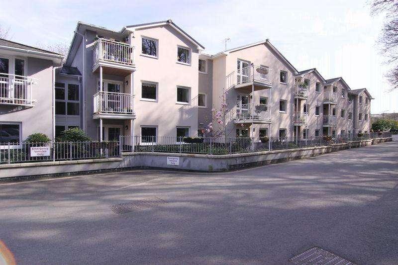 1 Bedroom Ground Flat for sale in Oaklands Drive, Okehampton
