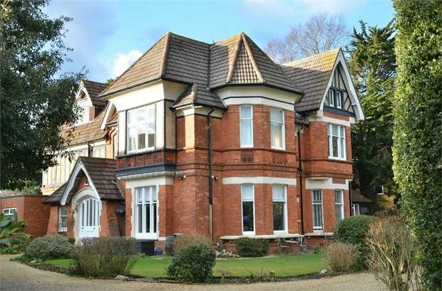 2 Bedrooms Flat for sale in Cavendish Road, Bournemouth, Dorset