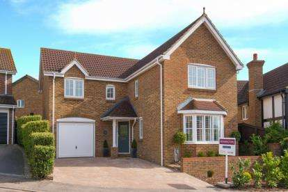4 Bedrooms Detached House for sale in Hobby Horse Close, West Cheshunt, Hertfordshire
