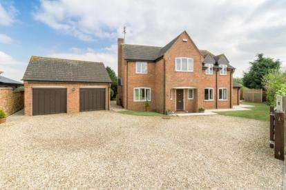 5 Bedrooms Detached House for sale in Watling Street, Potterspury, Towcester, Northamptonshire